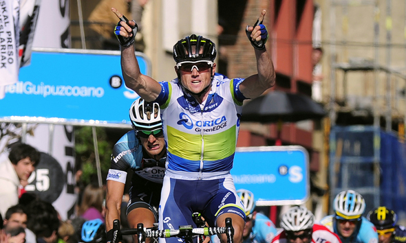 Super Simon Sprints to Victory in Elgoibar