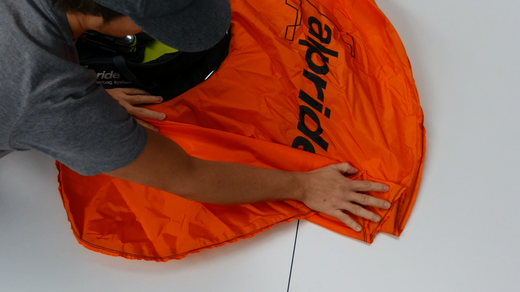 How to Fold a SCOTT Alpride airbag