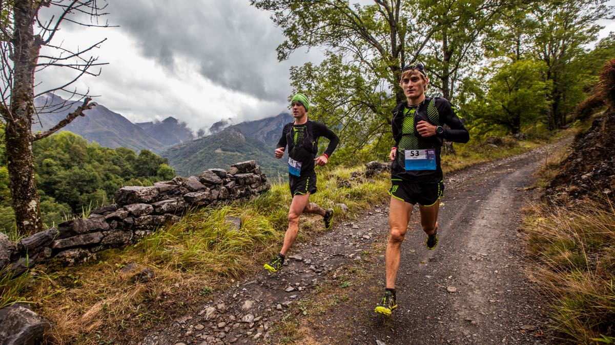 Synching the pace on a long downhill section